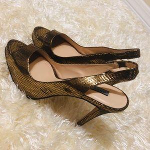 NWOT! ANNE KLEIN Gold Scale Peep Toe Heels. Size 8
